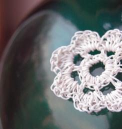Häkelblumen aus Papierschnur   -  PaperPhine