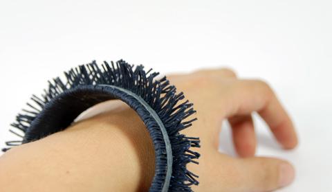 PaperPhine: Armreifen aus Papierschnur:  Gewickelt und Geschnitten - aus Papierkordel
